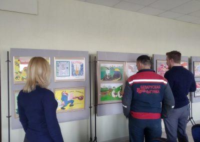 Выставка сатирических плакатов времен СССР